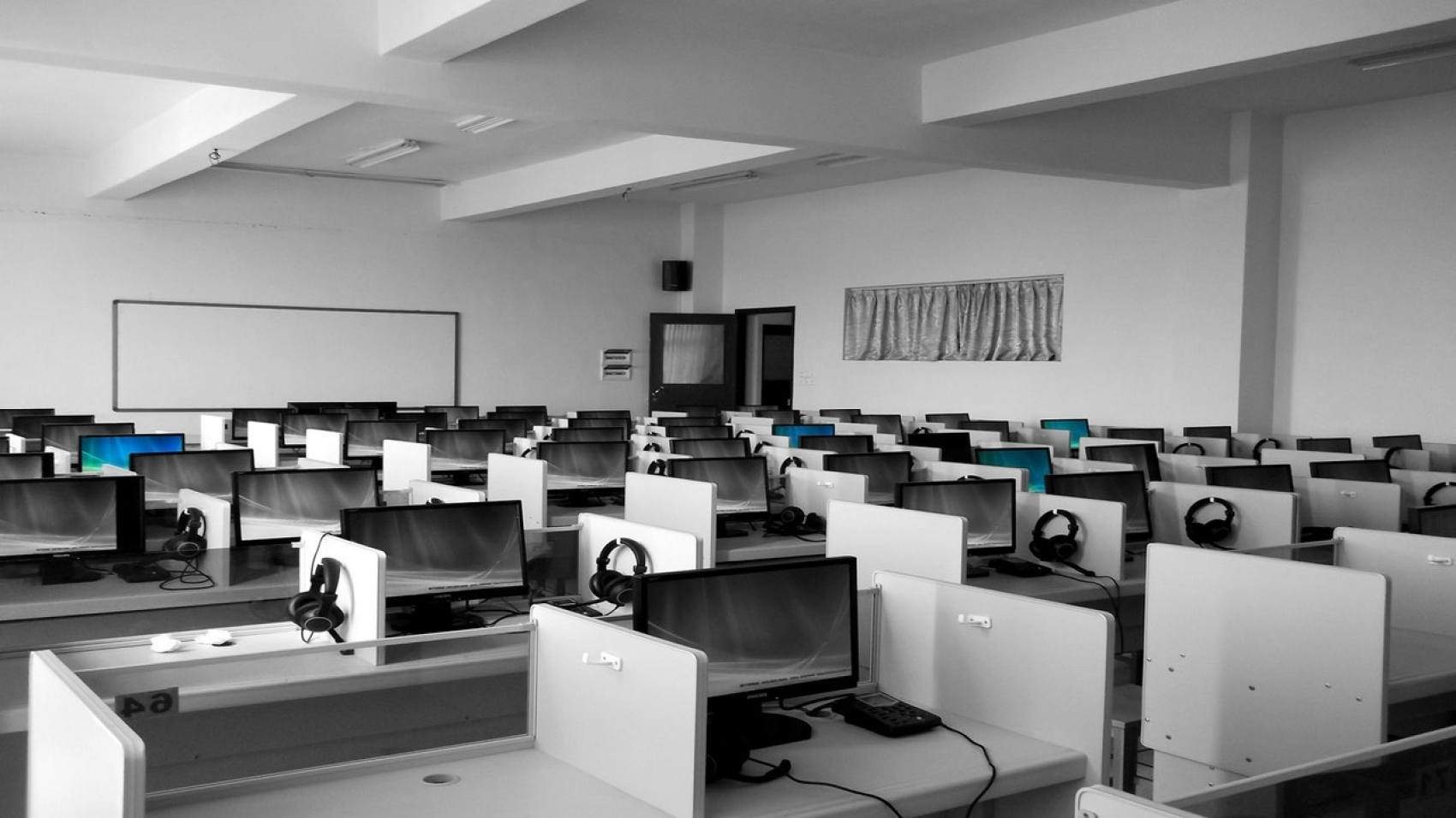 computer cubicles in a knowledge process outsourcing firm