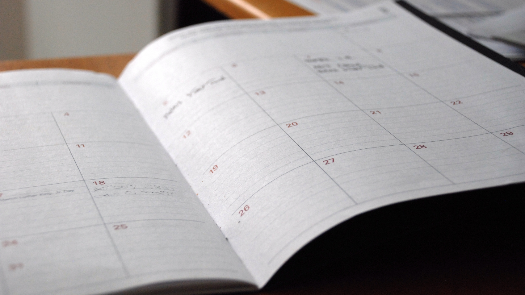 image following the calendar organization tips